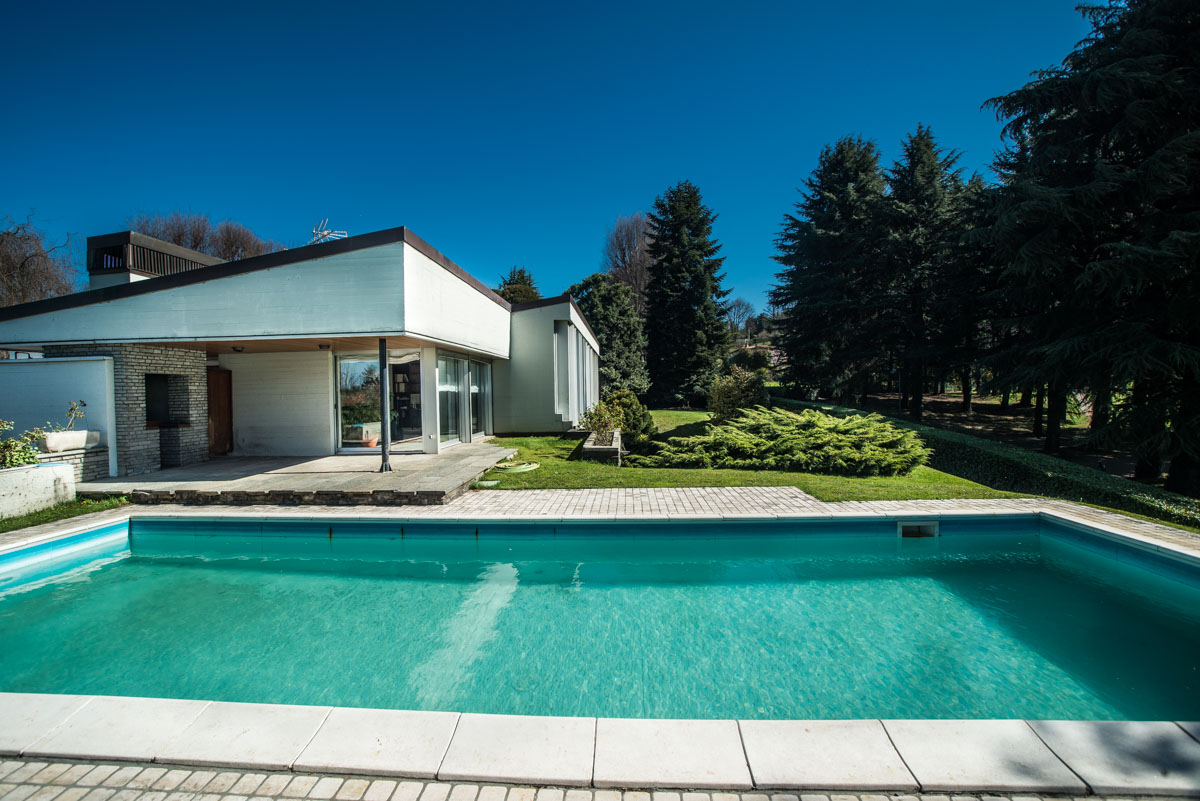 Maison unifamiliale pour l Vente à Wonderful modern villa with swimming pool within the Golf of Carimate Strada delle Acacie Carimate, Como 22060 Italie
