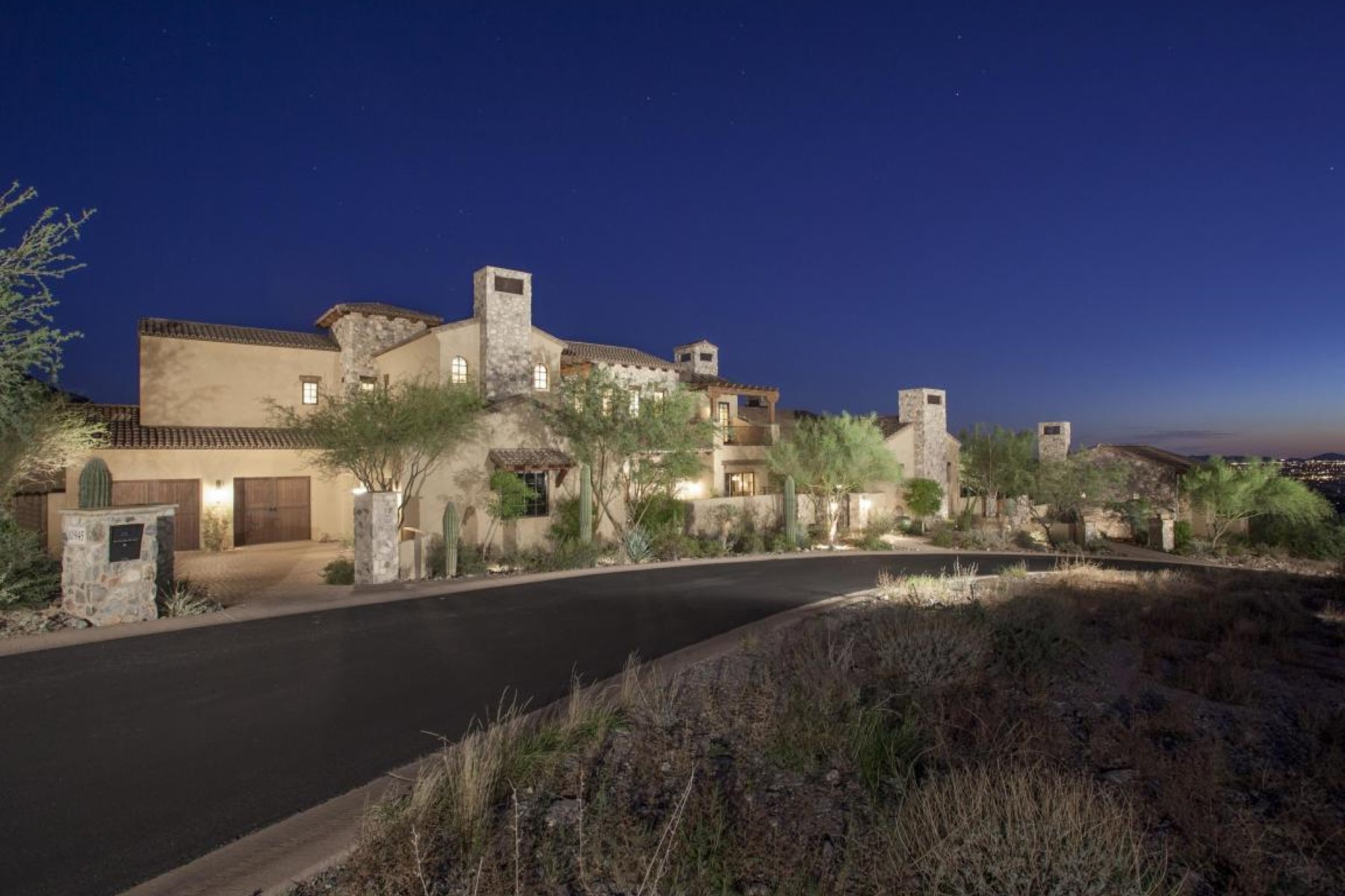 Maison unifamiliale pour l Vente à 1.68 acres in Silverleaf's Upper Canyon 10945 E Whistling Wind Way #1910 Scottsdale, Arizona 85255 États-Unis