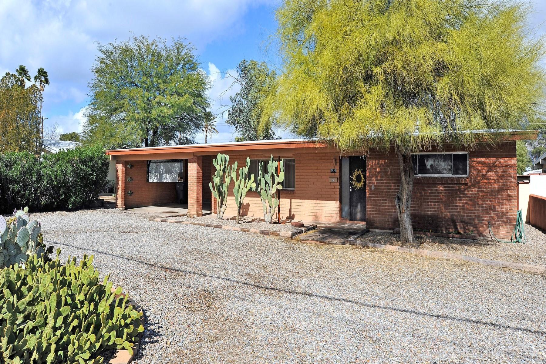 Vivienda unifamiliar por un Venta en Meticulously cared for 1950's Mid-Century brick home 5825 E 5Th Street Tucson, Arizona, 85711 Estados Unidos