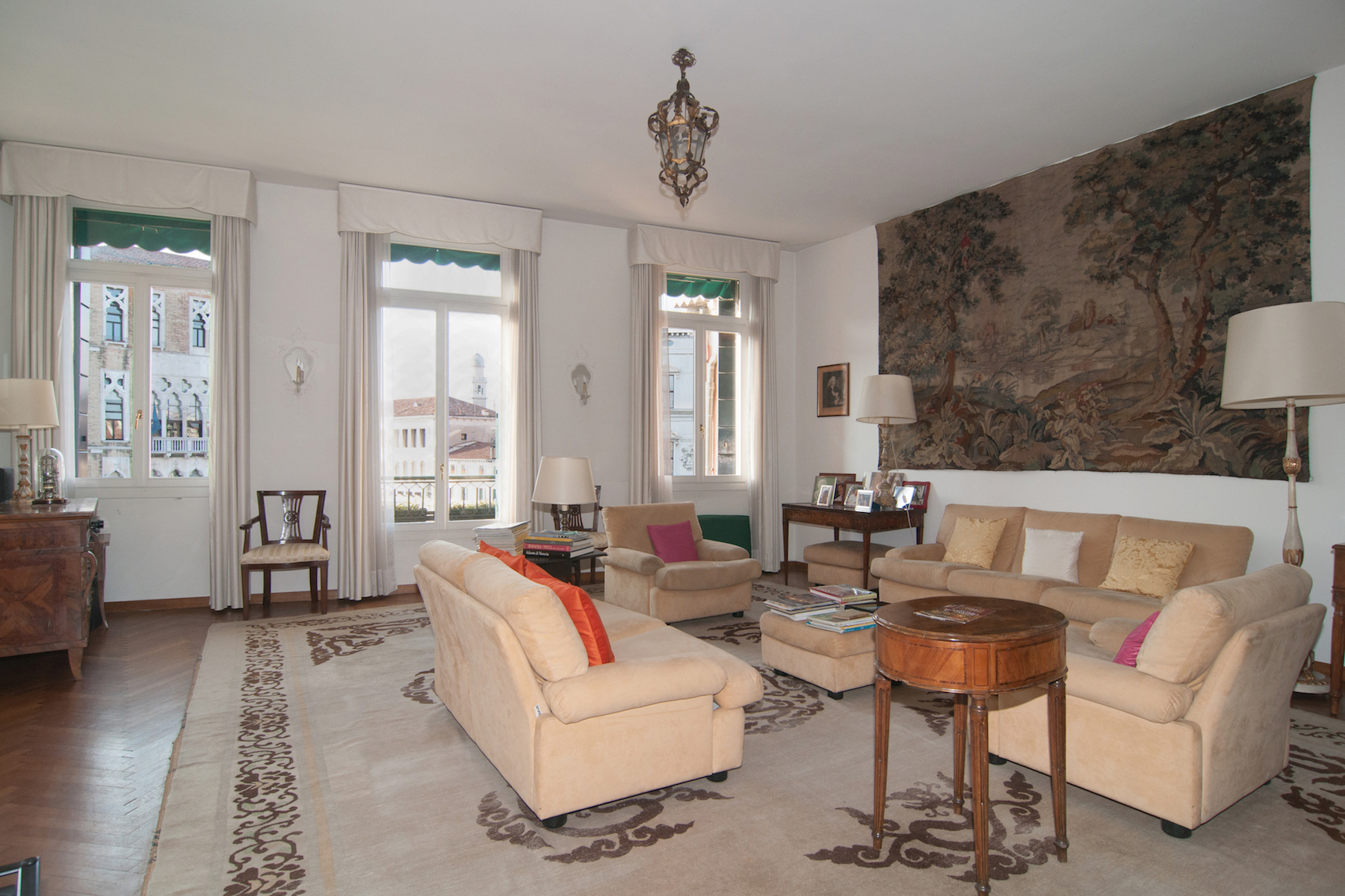 Additional photo for property listing at Grand Canal Palazzetto top floor apartment with lift and stunning views Venice, Venice Italien