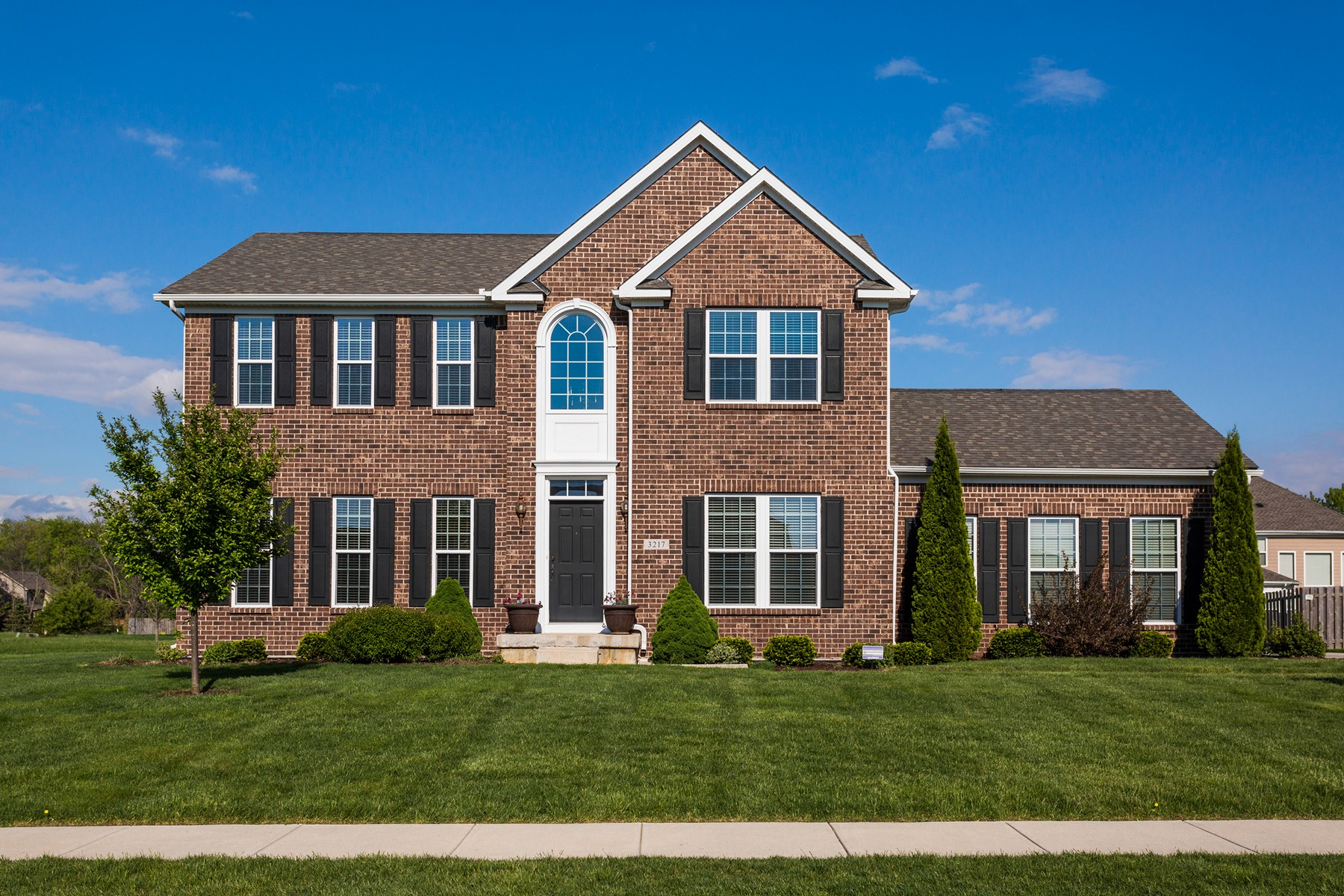 Villa per Vendita alle ore Immaculate Willow Glen Home 3217 Purple Ash Drive Zionsville, Indiana, 46077 Stati Uniti