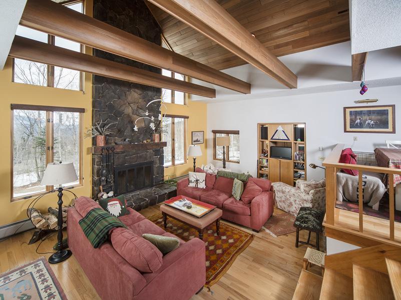 Einfamilienhaus für Verkauf beim 2045 Wangan Road Carrabassett Valley, Maine 04947 Vereinigte Staaten