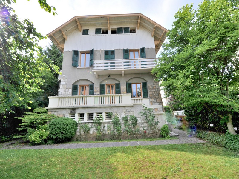 Single Family Home for Sale at Magnifique maison de ville Annecy, Rhone-Alpes 74000 France