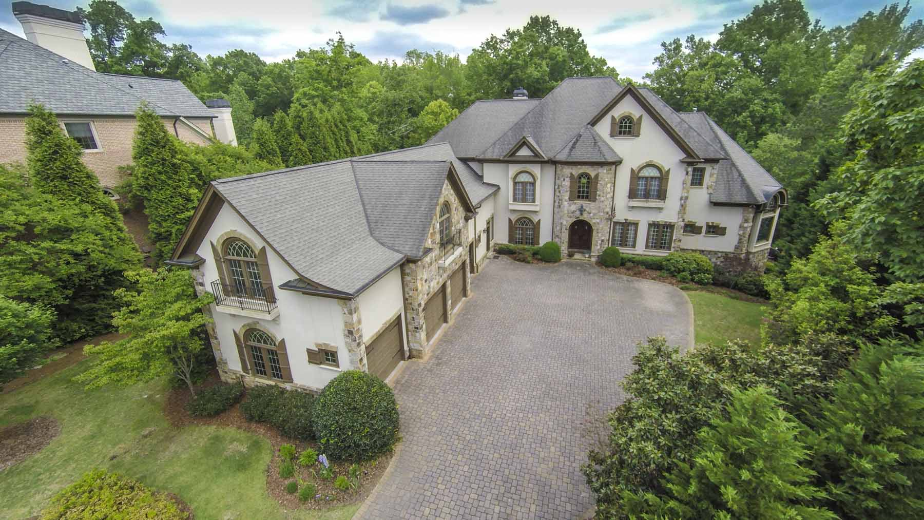 Частный односемейный дом для того Продажа на Stunning Home Meets Modern Updates on the Sparkling Chattahoochee River 500 Covington Cove Alpharetta, Джорджия 30022 Соединенные Штаты