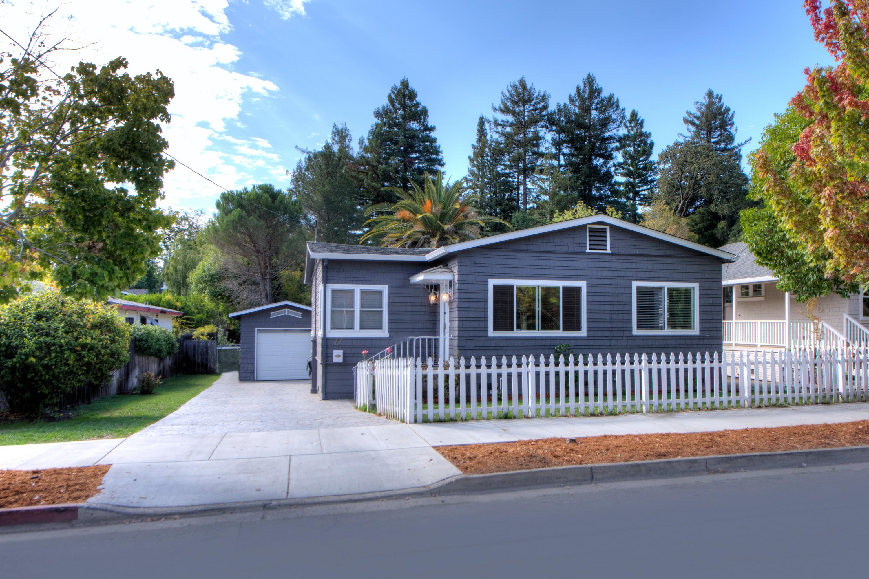 Casa Unifamiliar por un Venta en Contemporary Cottage on Large Lot 77 Bolinas Avenue Ross, California 94957 Estados Unidos