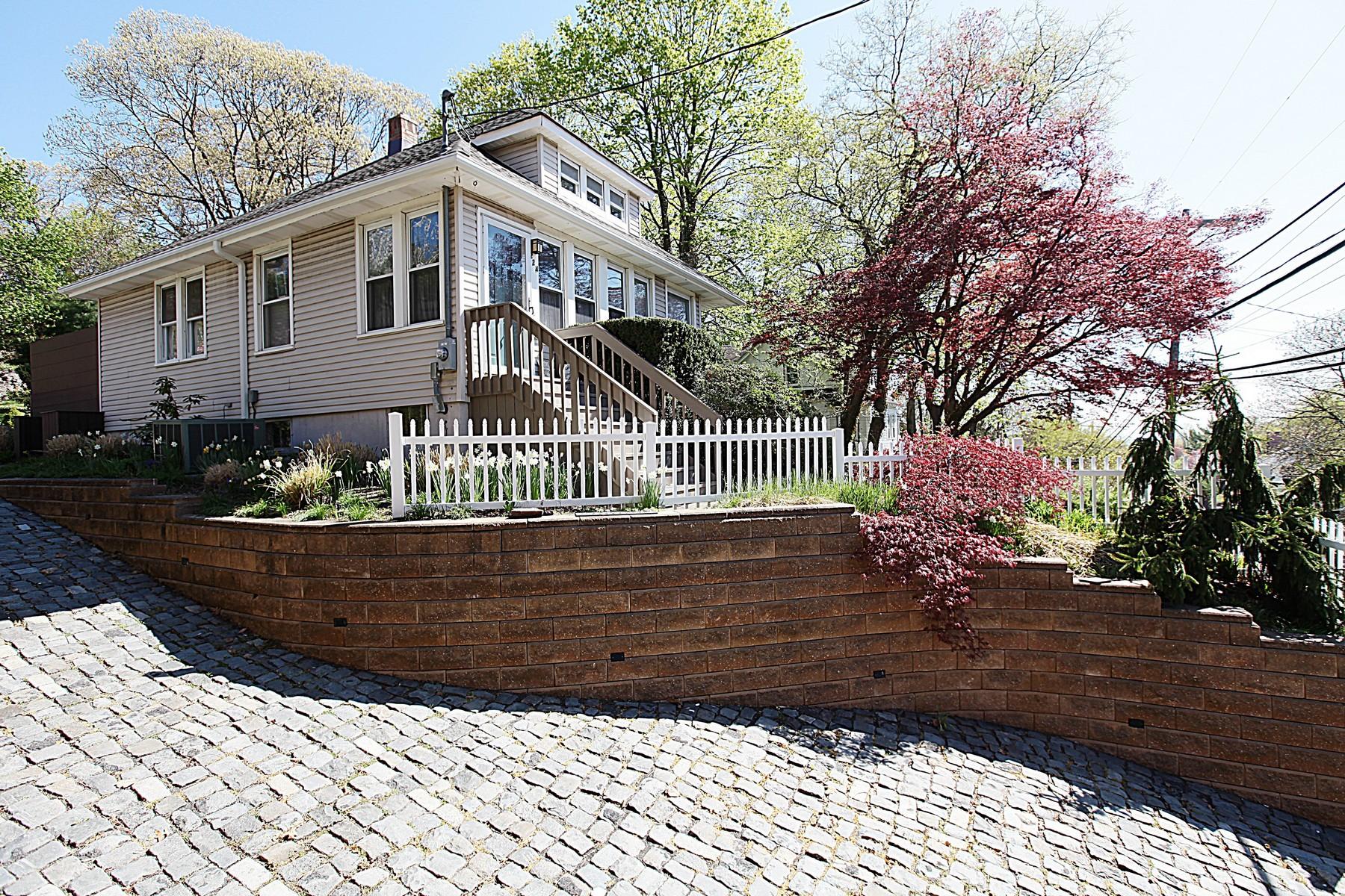 Einfamilienhaus für Verkauf beim Lovingly cared for home high in the Hills 224 Linden Ave. Highlands, New Jersey 07732 Vereinigte Staaten