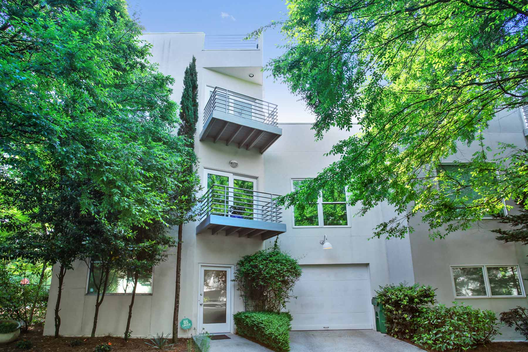 Copropriété pour l Vente à An Award-Winning Designer's Home 2197 Millennium Way NE Atlanta, Georgia, 30319 États-Unis