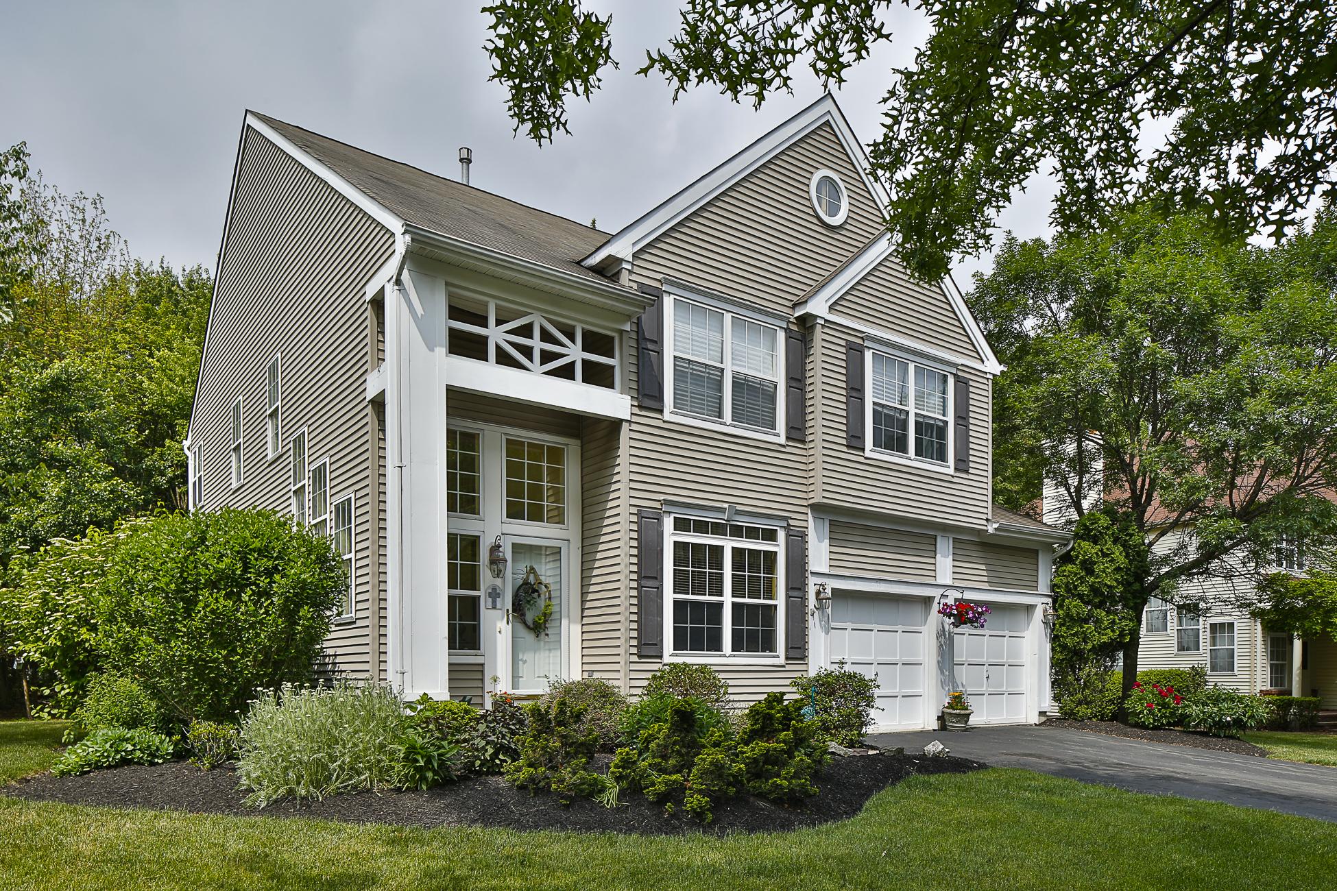 Casa para uma família para Venda às In Montgomery Township's Woodsedge Community 12 Rutgers Lane Princeton, Nova Jersey 08540 Estados Unidos