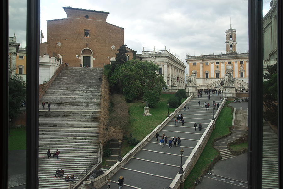 Apartamento para Venda às Outstanding apartment overlooking the Capitol Hill Piazza d'Ara Coeli Rome, Roma 00186 Itália