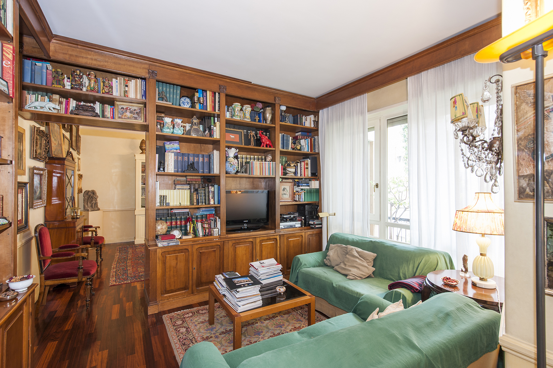 Additional photo for property listing at Elegant apartment in Viale Cortina d'Ampezzo  Rome, Rome 00135 Italy