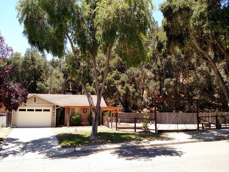 Maison unifamiliale pour l Vente à Country Classic 48 12th Street Paso Robles, Californie, 93446 États-Unis