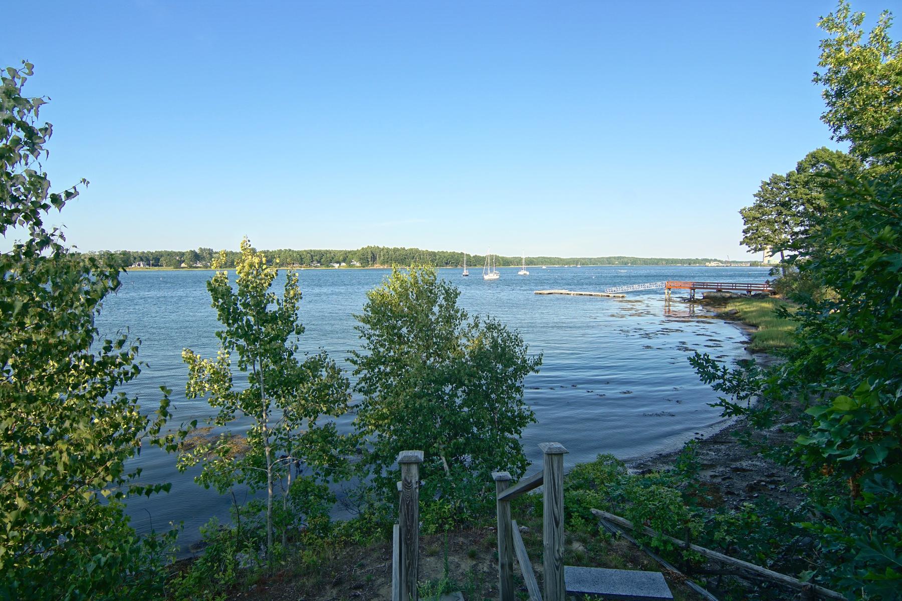 Maison unifamiliale pour l Vente à Waterfront Living at its Finest! 3 Wentworth Terrace Dover, New Hampshire, 03820 États-Unis