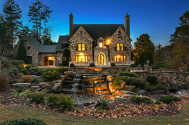 Maison unifamiliale pour l Vente à Extraordinary English Manor House in Buckhead 4370 Paran Place NW Atlanta, Georgia 30327 États-Unis