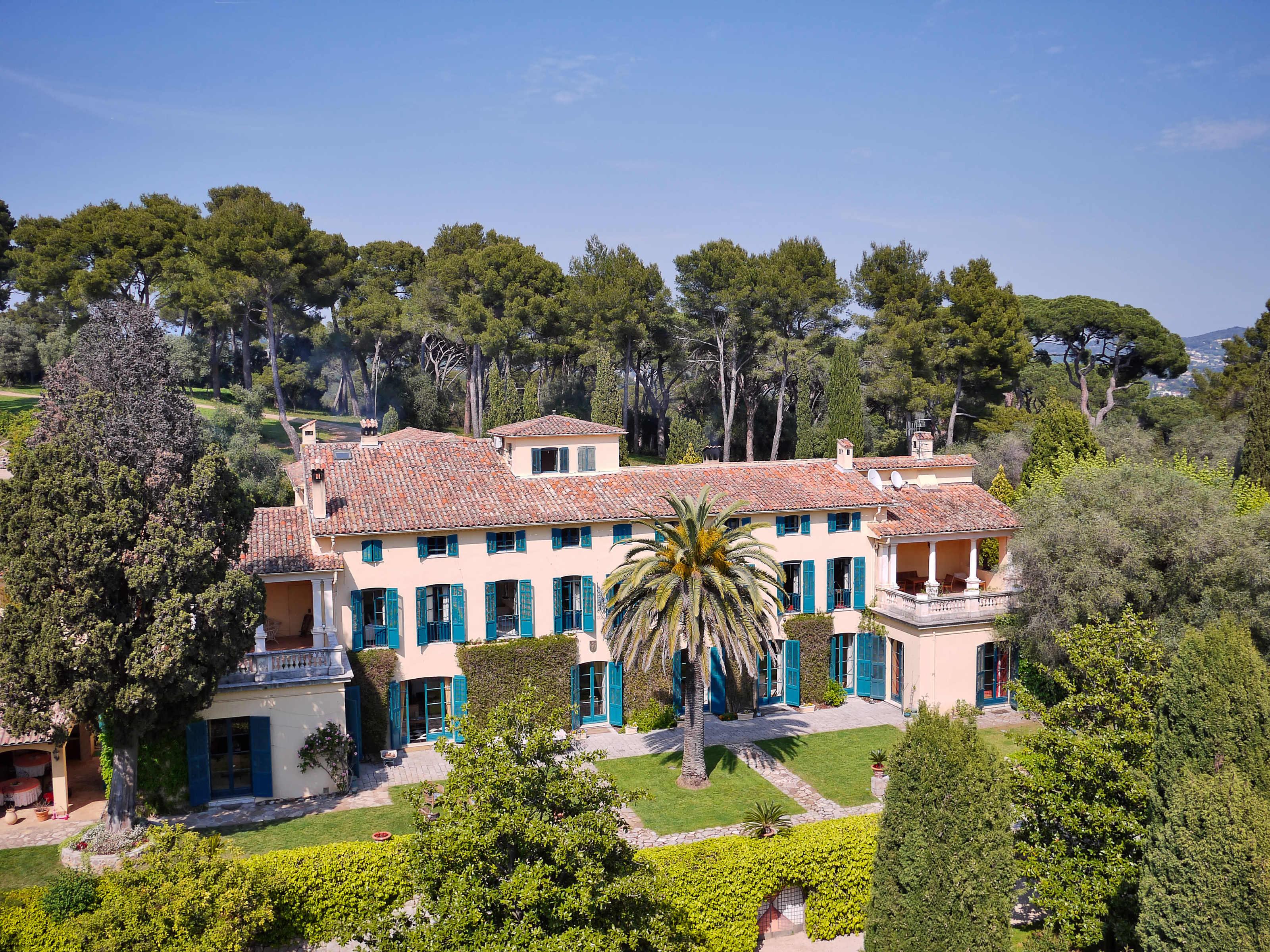 Other Residential for Sale at Superbe château avec vues mer, à 5 minutes de Cannes Mougins, Provence-Alpes-Cote D'Azur 06250 France
