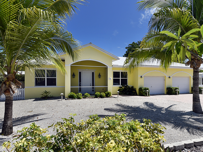 Vivienda unifamiliar por un Venta en Warm & Inviting Home 11 Abaco Road Key Largo, Florida 33037 Estados Unidos