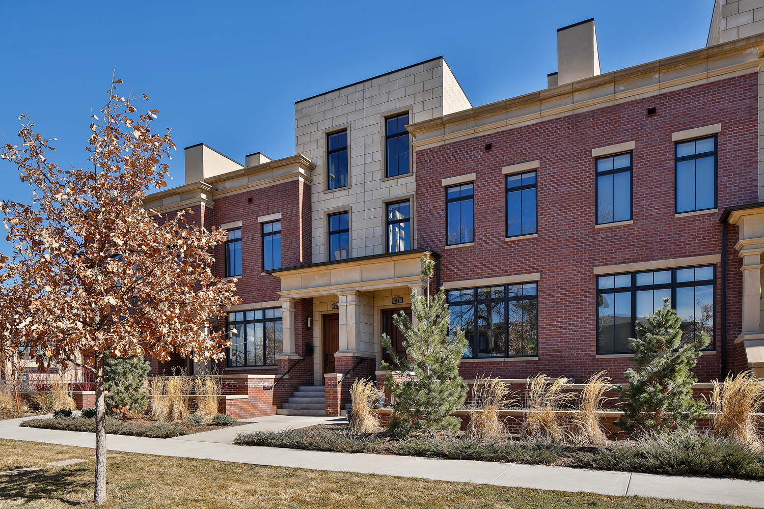 Maison unifamiliale pour l Vente à Stunning townhome close to everything Cherry Creek has to offer 368 N Garfield St Denver, Colorado, 80206 États-Unis