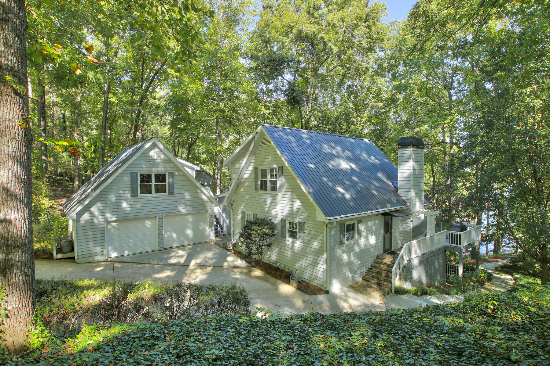 Additional photo for property listing at Wonderful Forsyth County Lake Home 9045 Knoll Drive Gainesville, Γεωργια 30506 Ηνωμενεσ Πολιτειεσ