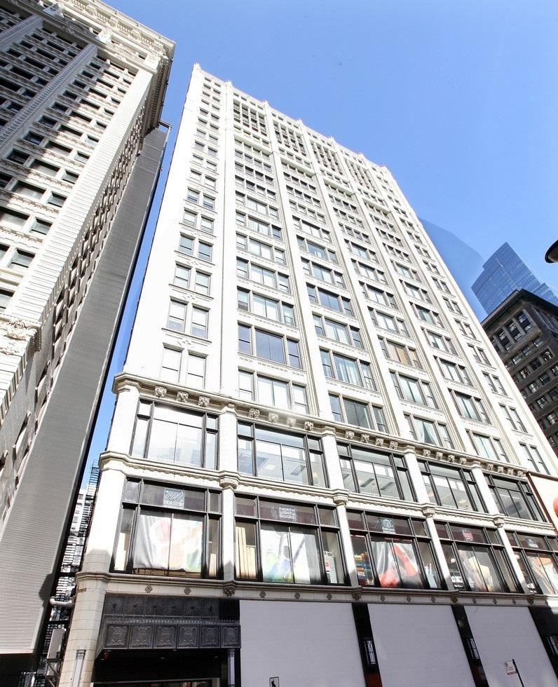 콘도미니엄 용 매매 에 Sunny Eleventh Floor Soft Loft 8 W Monroe Street Unit 1103 Loop, Chicago, 일리노이즈, 60603 미국