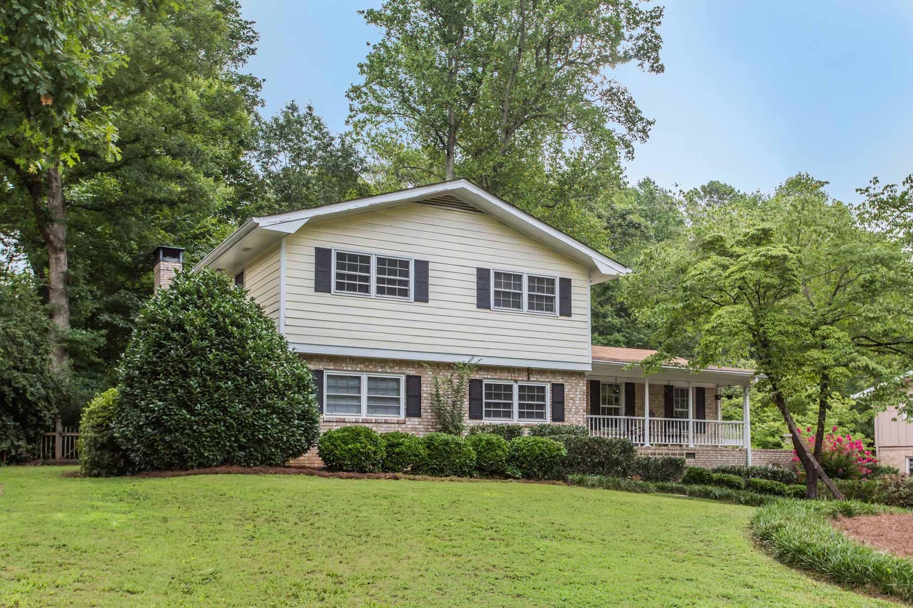 Casa Unifamiliar por un Venta en Charming Home in Dunwoody 5698 Bend Creek Road Dunwoody, Georgia, 30338 Estados Unidos