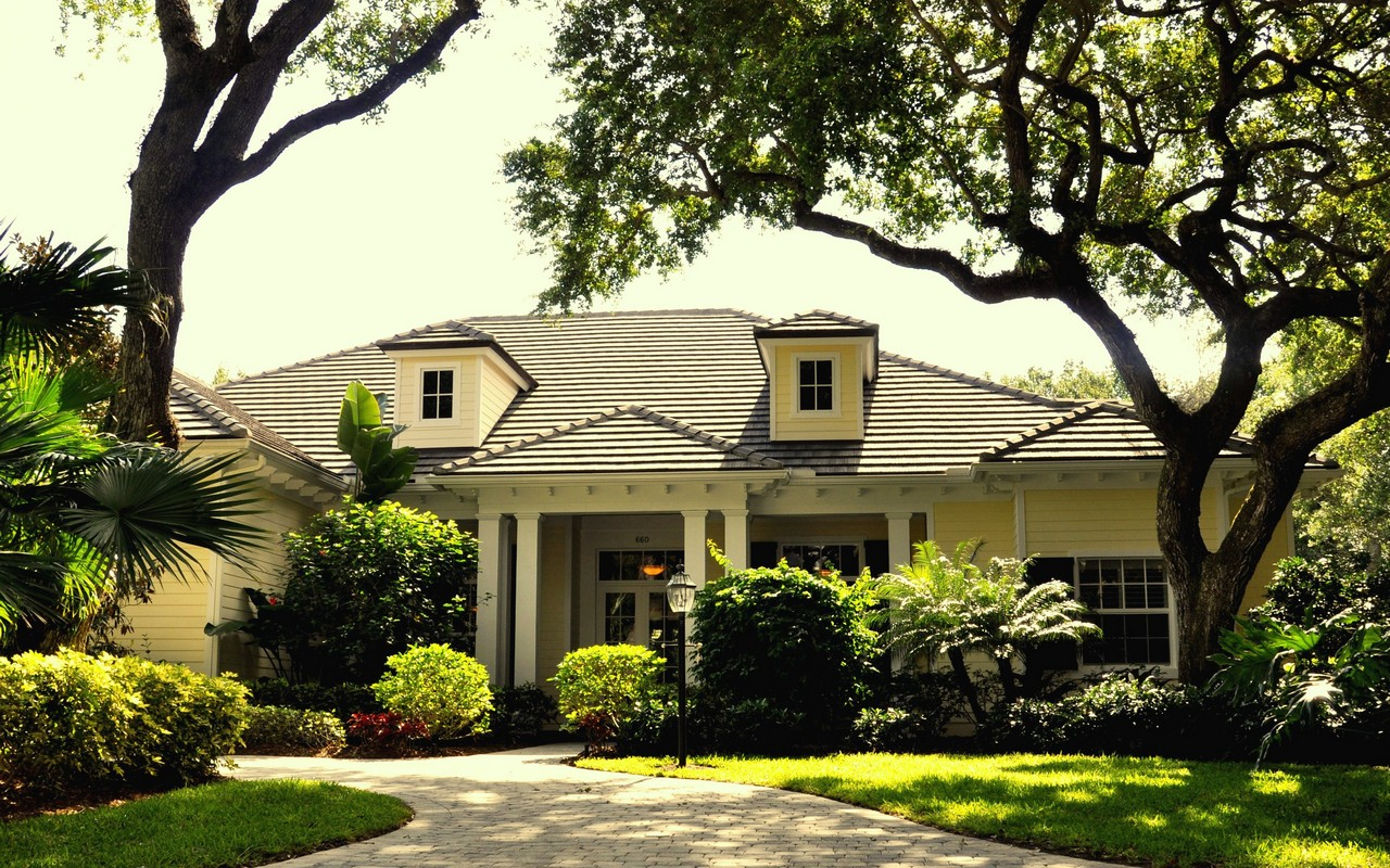 独户住宅 为 销售 在 Stunning Pool Home in Indian Trails 660 N Tomahawk Trail 维罗海滩, 佛罗里达州, 32963 美国