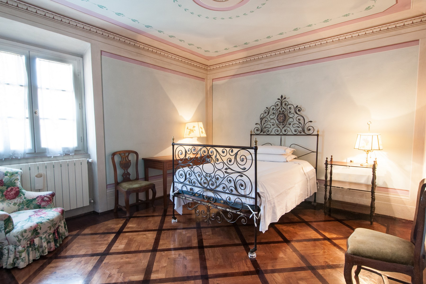 Additional photo for property listing at Prestigious apartment with frescoes Piazza San Francesco Prato, Prato 59100 Italy