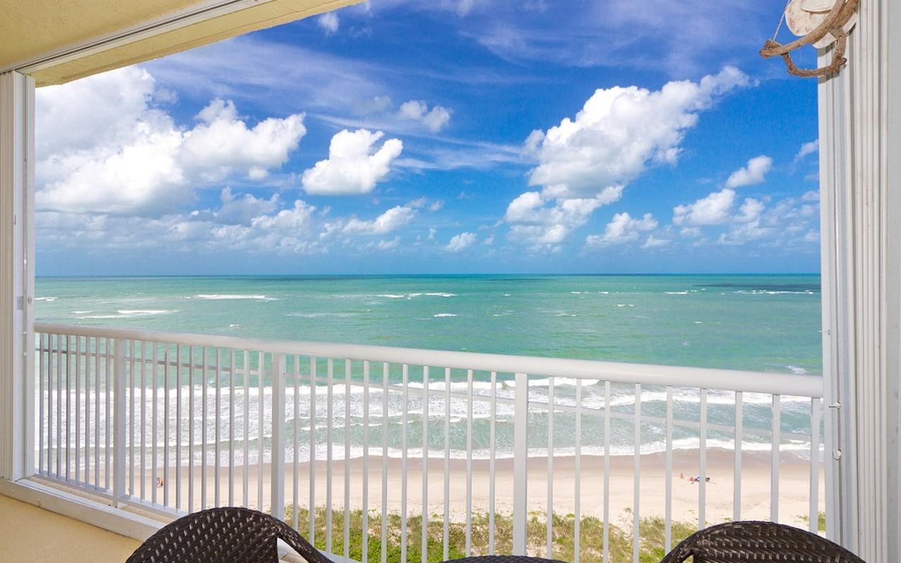 Condominio por un Venta en Dramatic Oceanfront Views 3920 N Hwy A1A N #1201 Fort Pierce, Florida, 34949 Estados Unidos