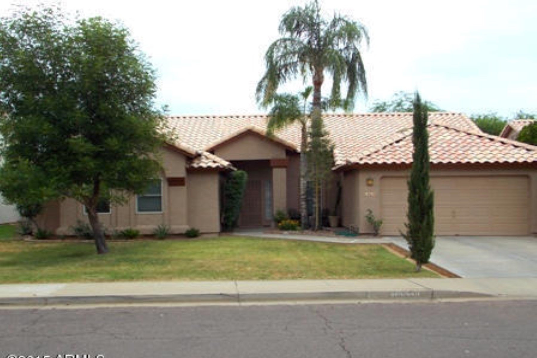 Single Family Home for Sale at Charming and updated in Paradise Valley Landings. 18659 N 41ST PL Phoenix, Arizona 85050 United States