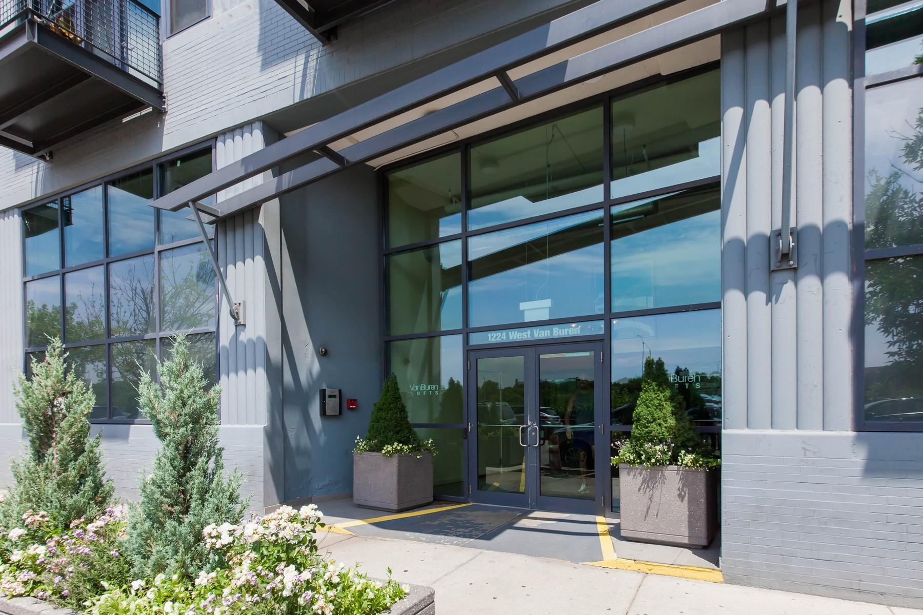 Eigentumswohnung für Verkauf beim Sunny West Loop Condo 1224 W Van Buren Street Unit 402 Near West Side, Chicago, Illinois, 60607 Vereinigte Staaten