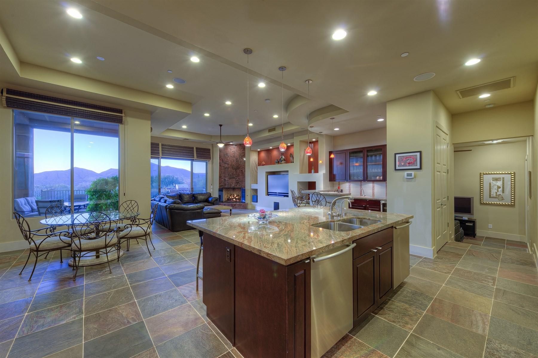 Casa para uma família para Venda às Single Level Stunner with Amazing Views 39706 N 106th Place Scottsdale, Arizona 85262 Estados Unidos