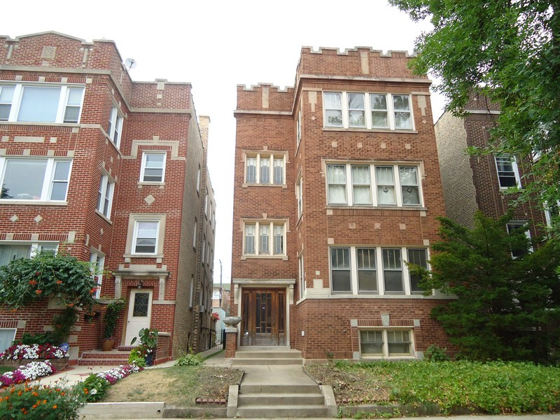 多戶家庭房屋 為 出售 在 Vintage Gem Three Unit Building 2714 W Winnemac Avenue Chicago, 伊利諾斯州 60625 美國
