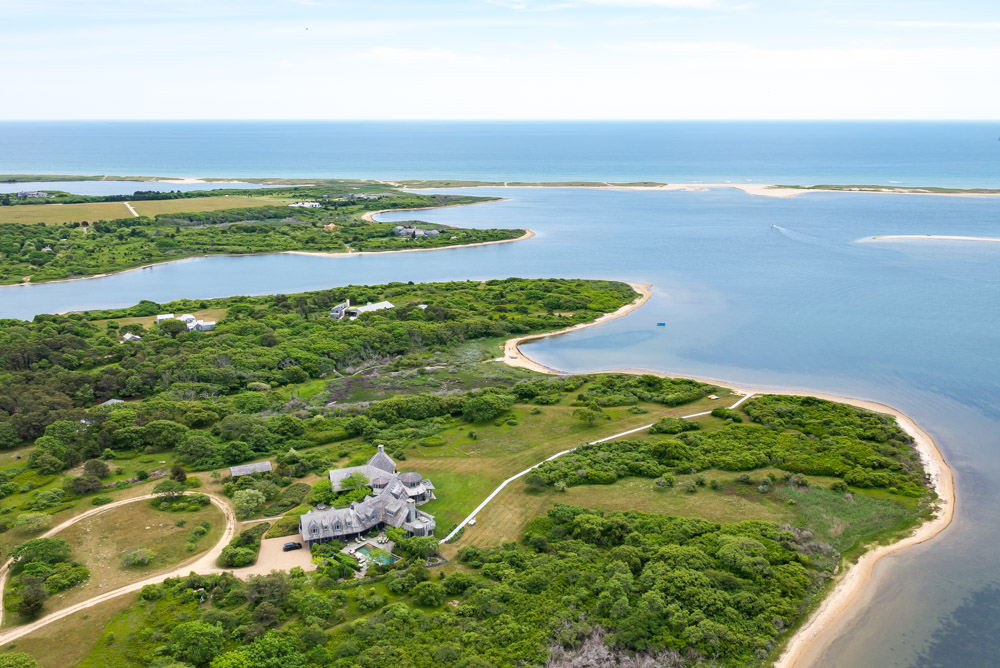 단독 가정 주택 용 매매 에 Martha's Vineyard Waterfront Estate 79 Turkeyland Cove Edgartown, 매사추세츠, 02539 미국