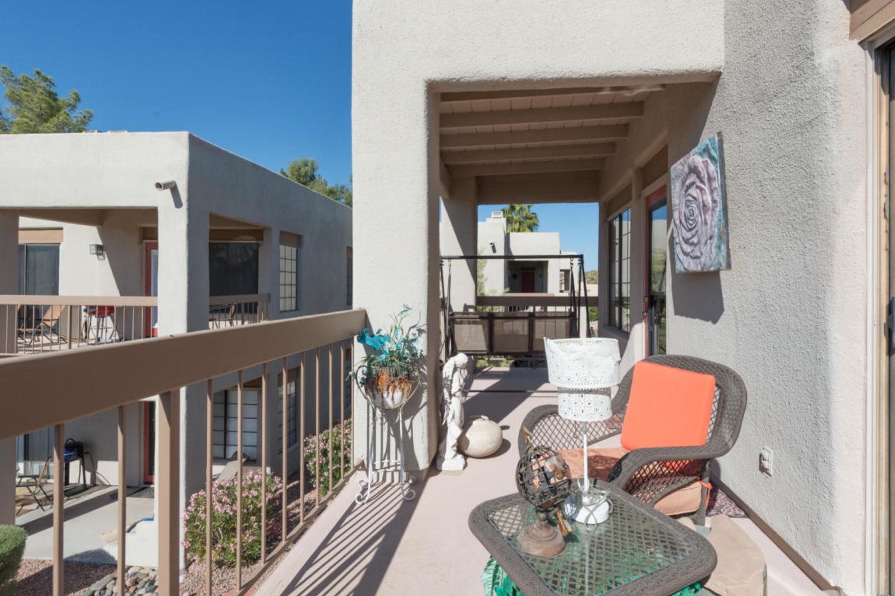 Appartement pour l Vente à Remodeled end unit in Lakeside Resort Casitas 17031 E EL LAGO BLVD 2172 Fountain Hills, Arizona, 85268 États-Unis