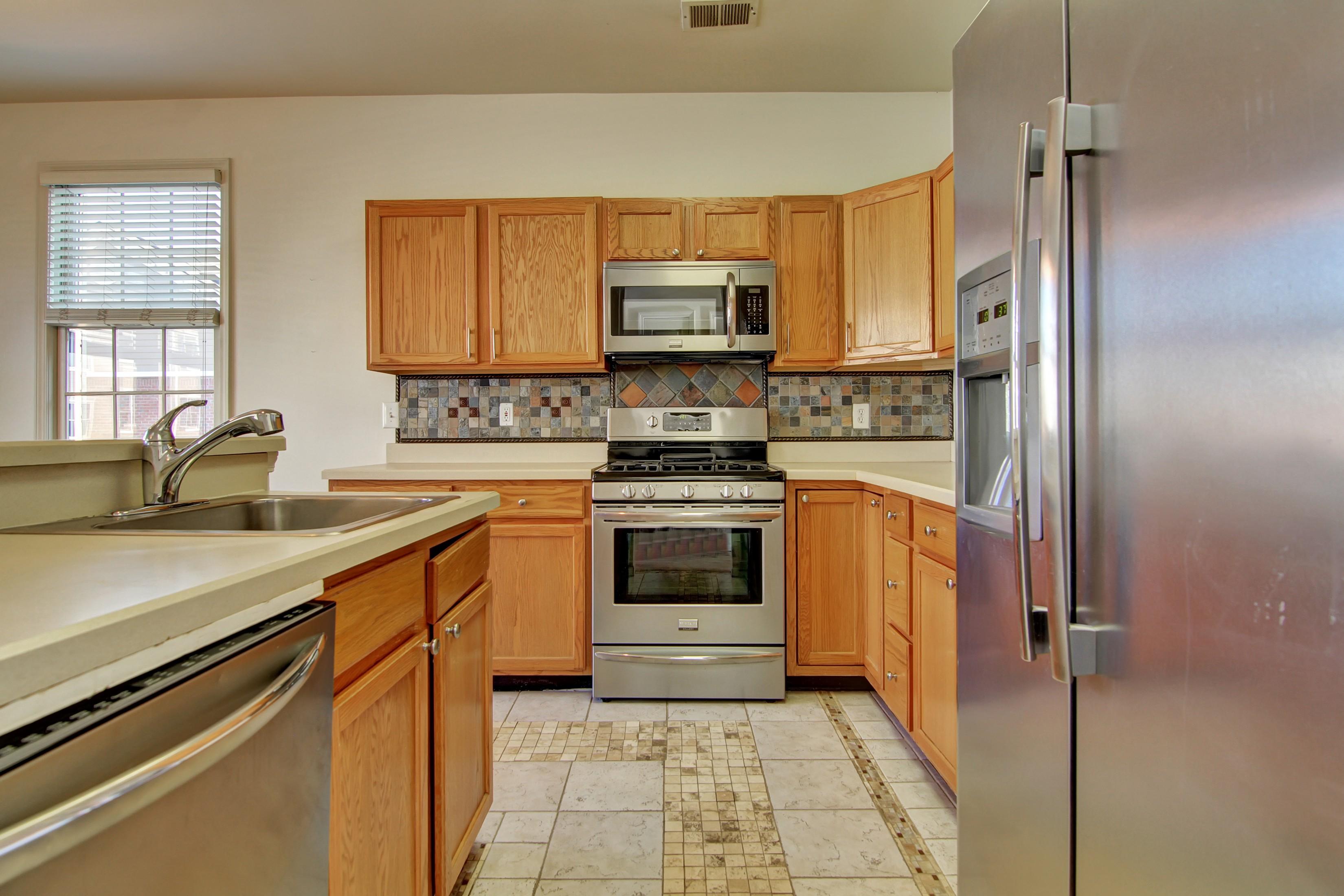 联栋屋 为 出租 在 Elegant Townhouse 402 Kingston Court 西纽约, 07093 美国
