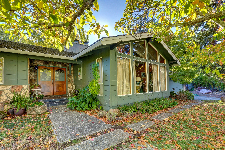 一戸建て のために 売買 アット Traditional Sleepy Hollow Home 18 Dutch Valley Ln San Anselmo, カリフォルニア 94960 アメリカ合衆国