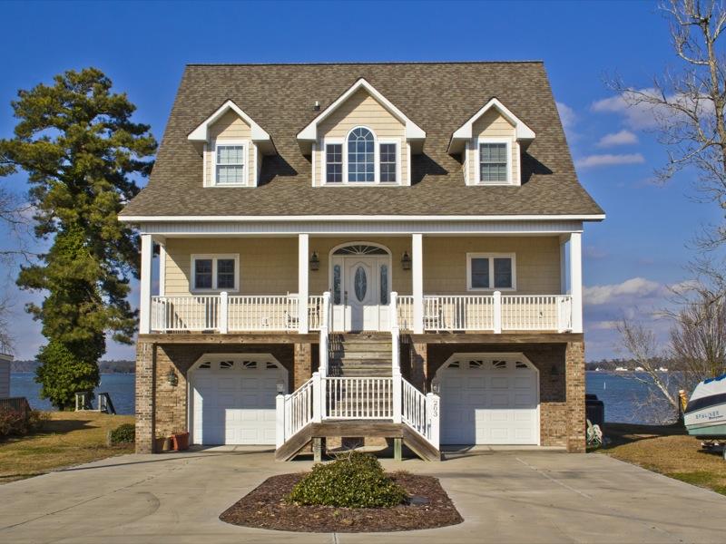 獨棟家庭住宅 為 出售 在 Riverfront Beauty 203 Riverside Drive Sneads Ferry, 北卡羅來納州 28460 美國
