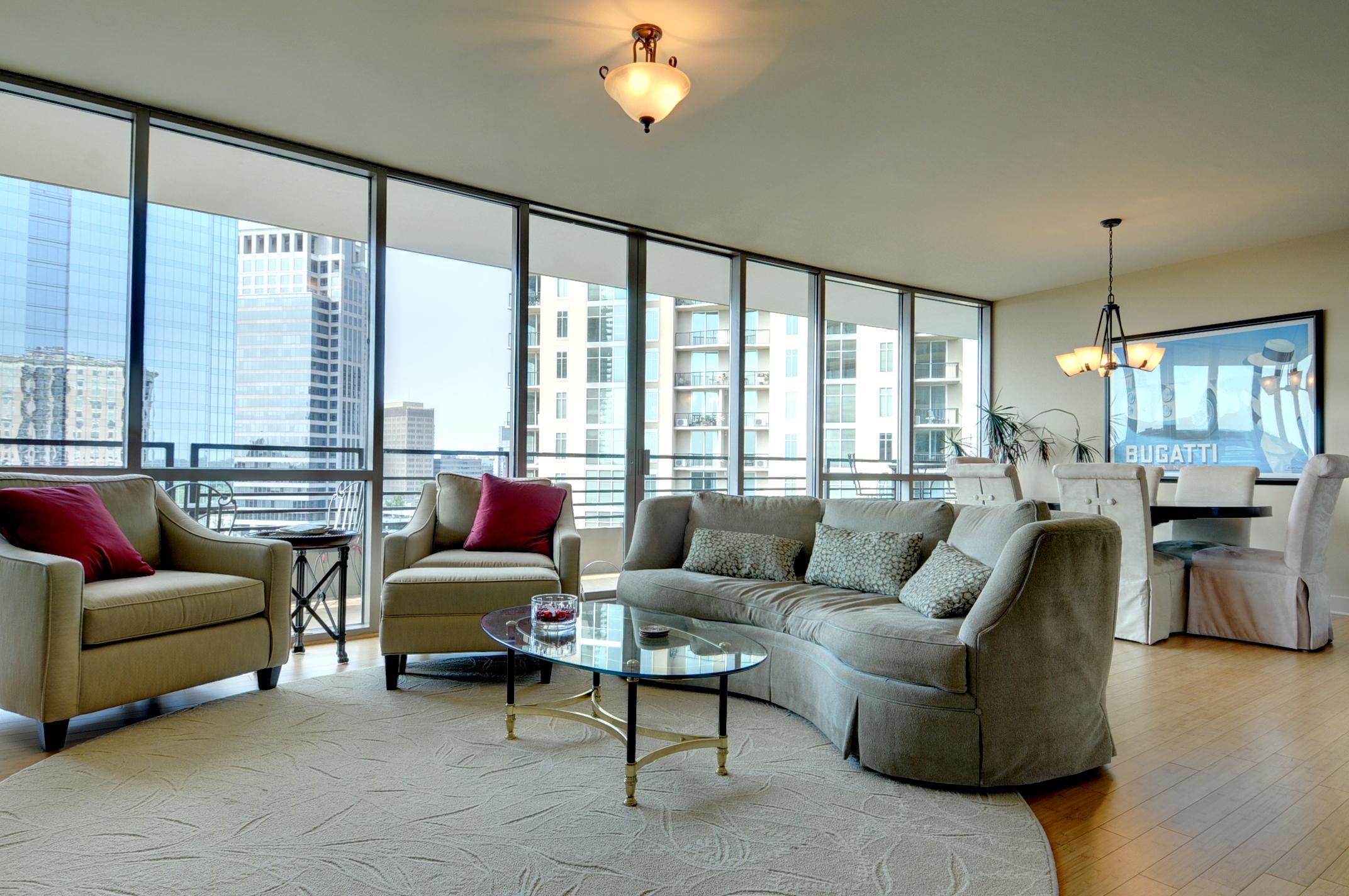 Кооперативная квартира для того Продажа на Luxurious Buckhead Condo 700 Park Regency Place NE No. 1604 Atlanta, Джорджия, 30326 Соединенные Штаты