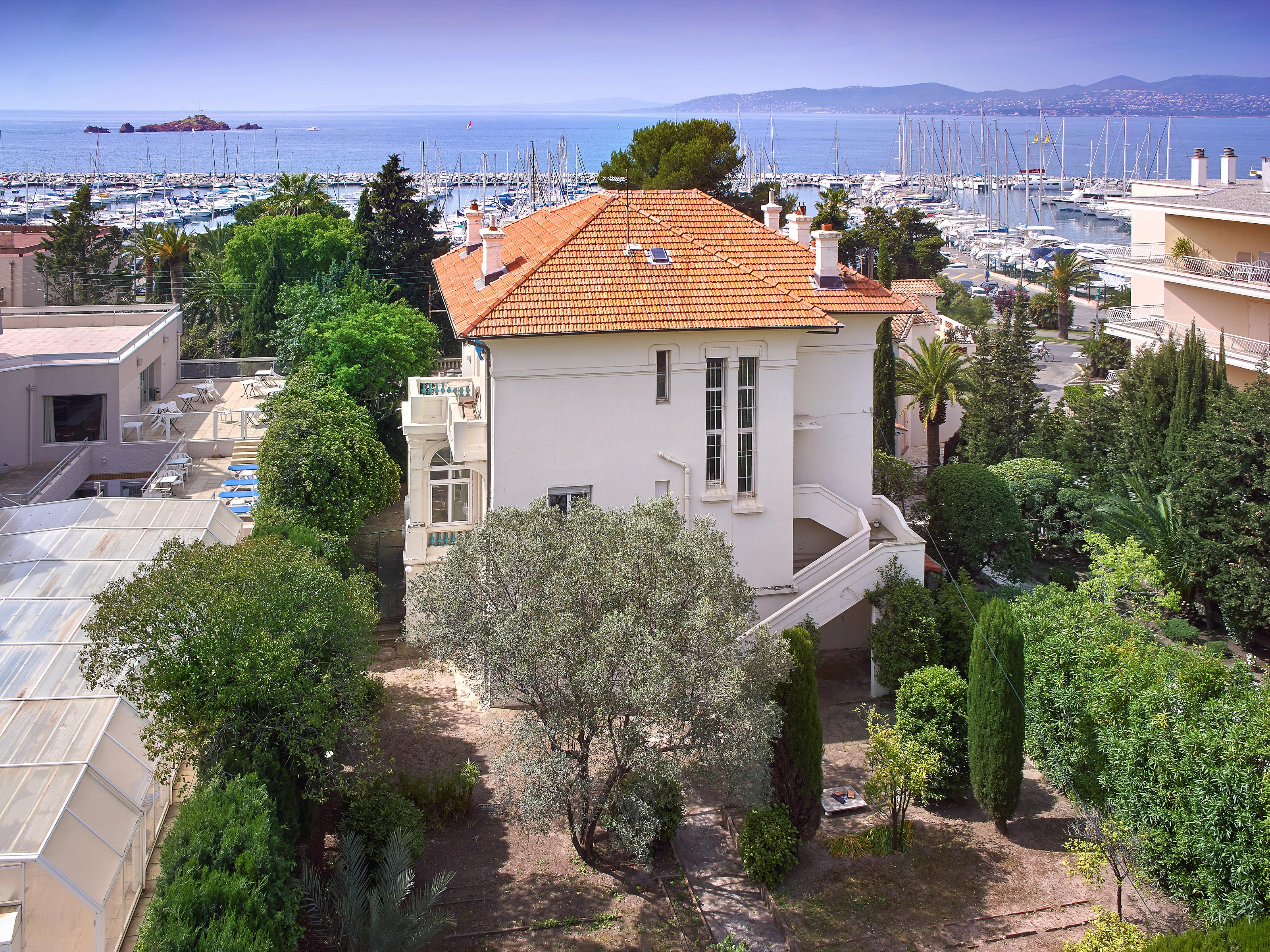 Maison unifamiliale pour l Vente à Elegant period style house with sea views Saint Raphael Other Provence-Alpes-Cote D'Azur, Provence-Alpes-Cote D'Azur 83700 France