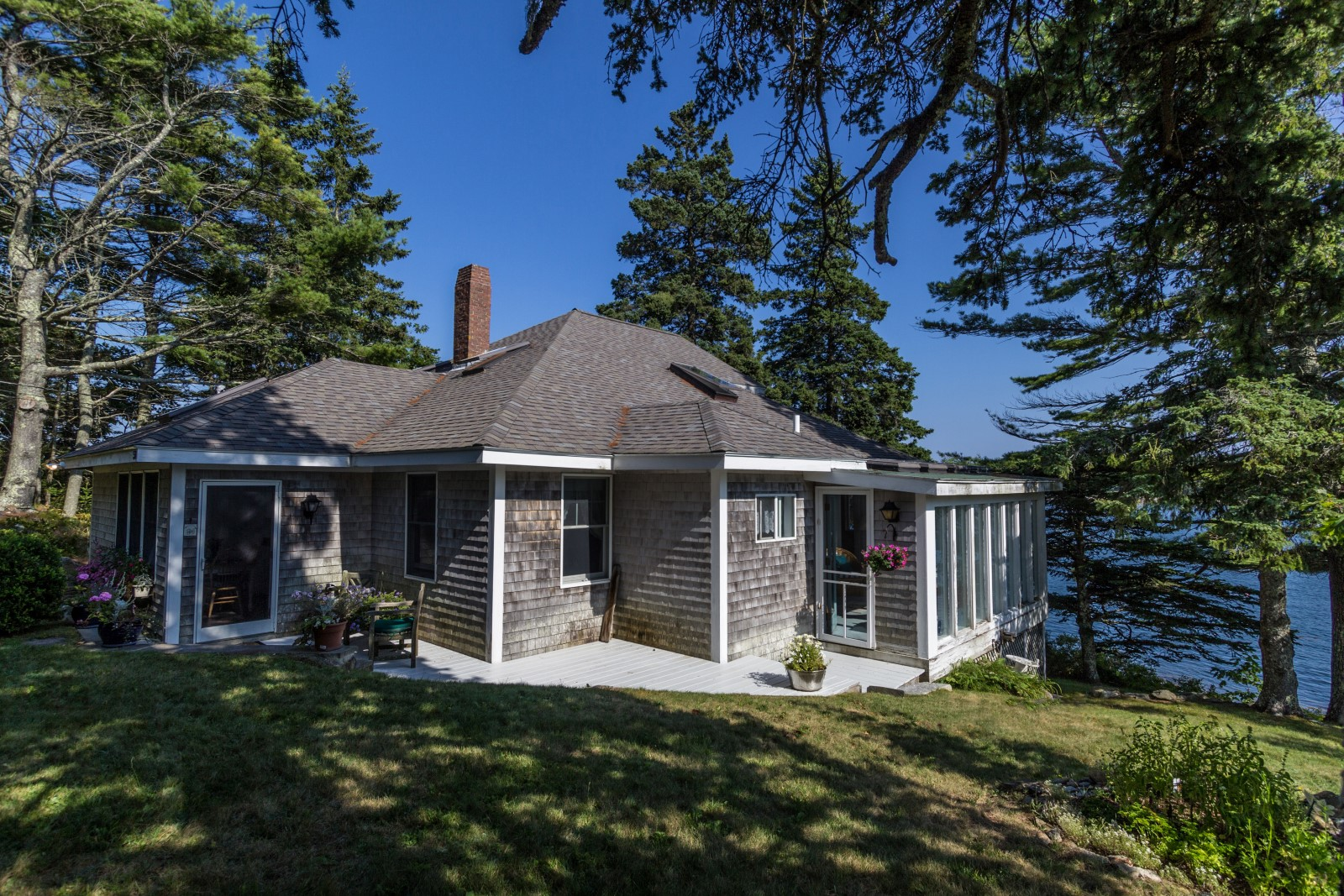 Single Family Home for Sale at Boothbay Harbor Cottage 50 Juniper Point Road Boothbay Harbor, Maine 04538 United States