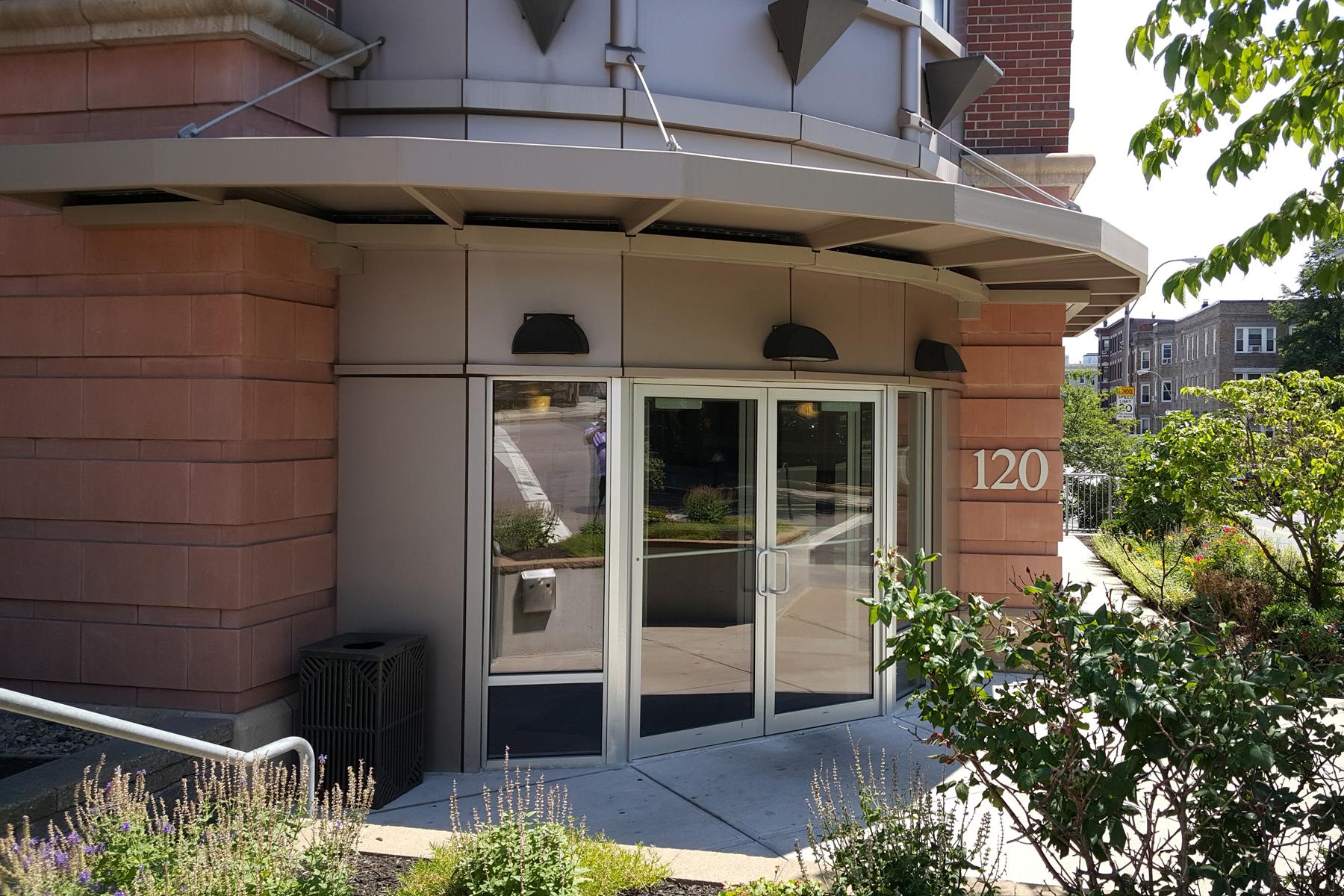 Copropriété pour l Vente à Elegant Fenway Condominium 120 Mountfort Unit 107 Fenway, Boston, Massachusetts 02215 États-Unis