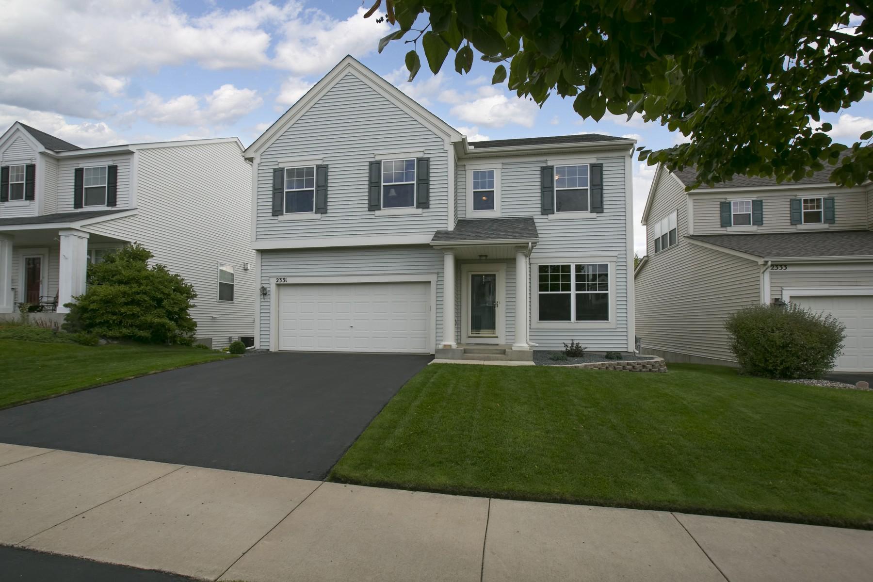 Maison unifamiliale pour l Vente à 2331 Gehl Street Chaska, Minnesota 55318 États-Unis
