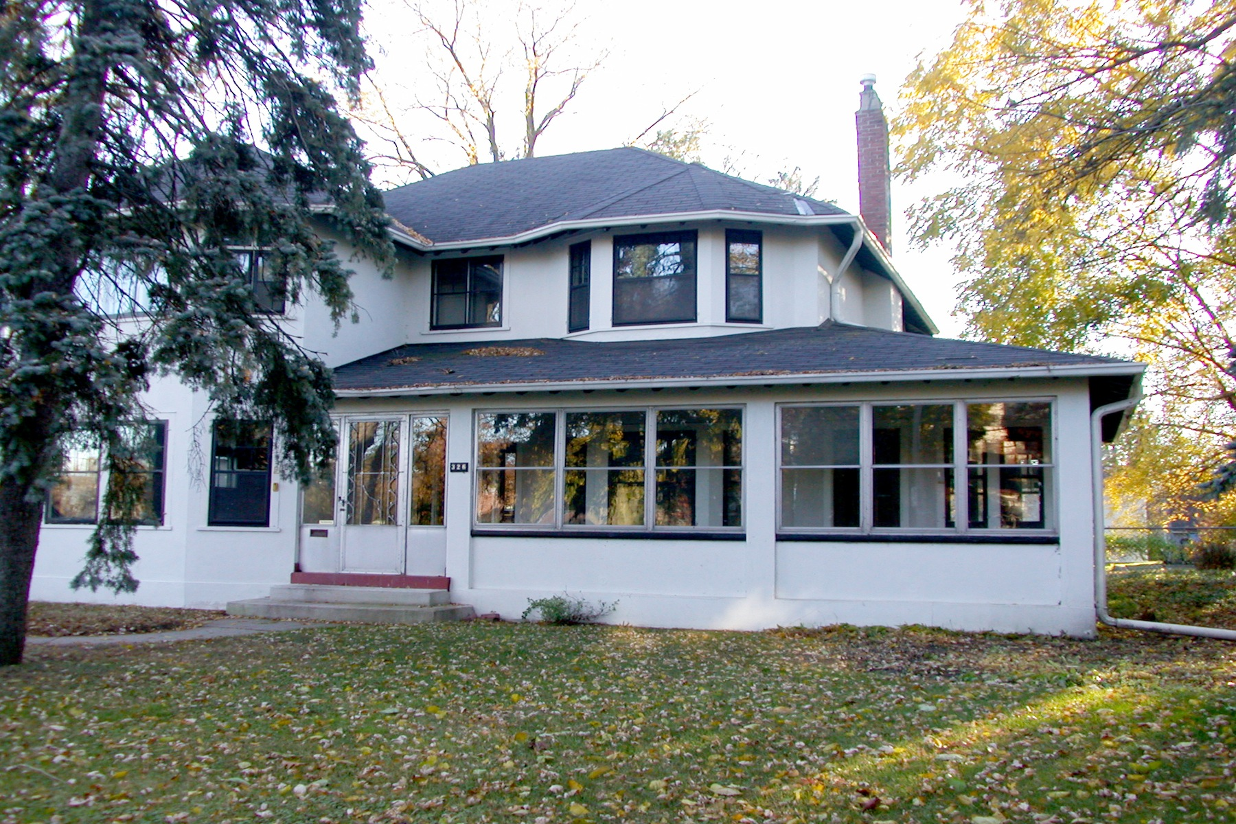 Villa per Vendita alle ore Historic Olde Oakville Home 326 Reynolds Street Oakville, Ontario L6J3W7 Canada
