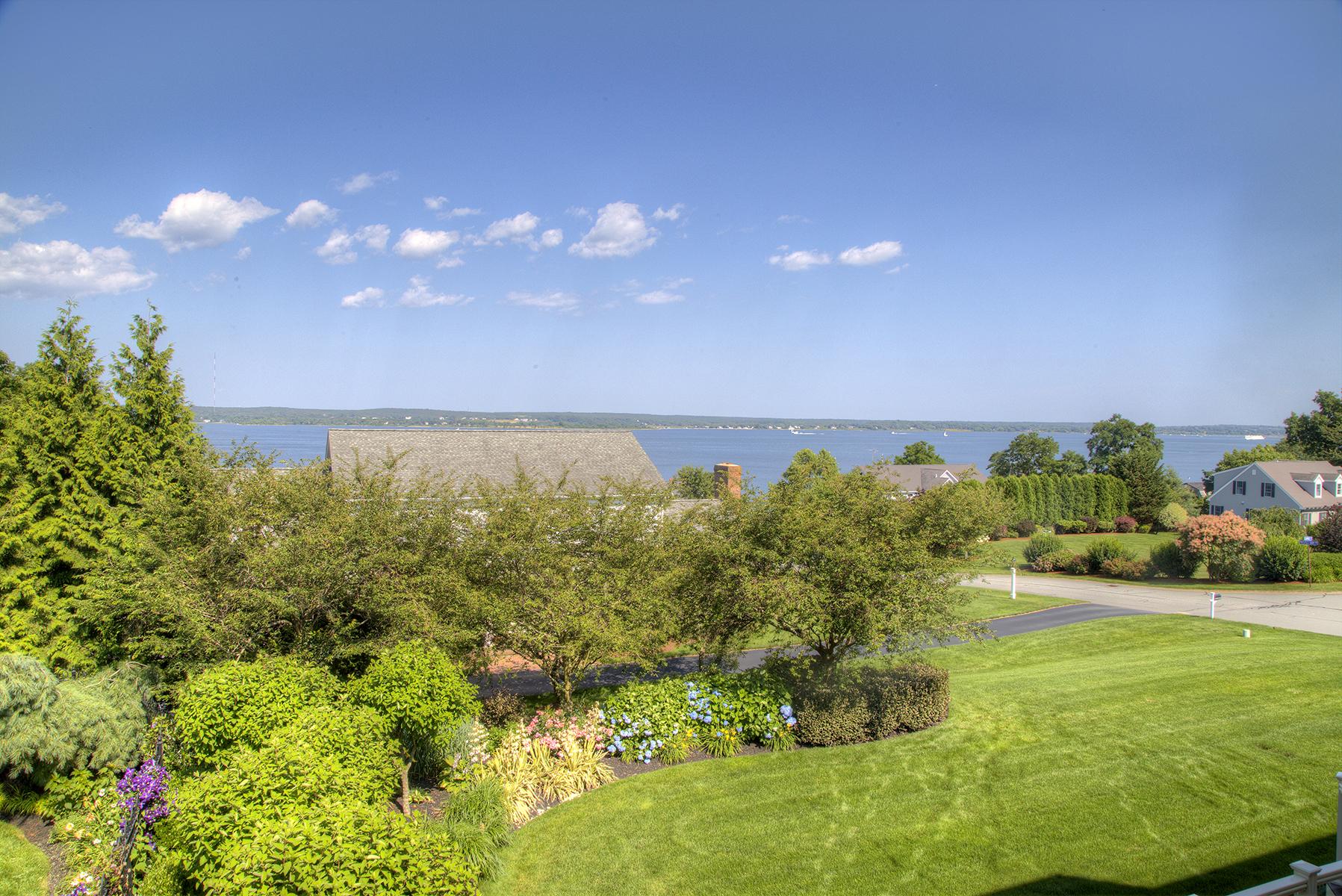 Additional photo for property listing at Coastal Charm 145 Prospect Farm Road Portsmouth, Rhode Island 02871 Estados Unidos