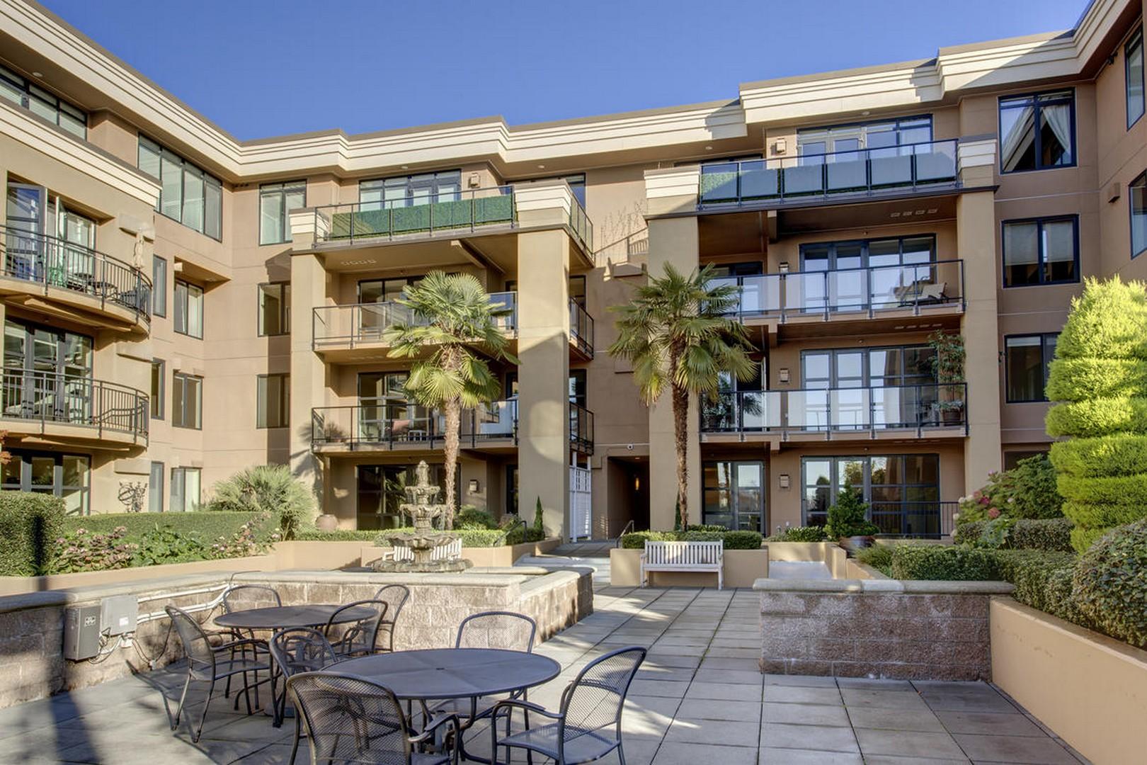 Piso por un Venta en Astoria at Meydenbauer Bay 10047 Main St #412 Bellevue, Washington, 98004 Estados Unidos