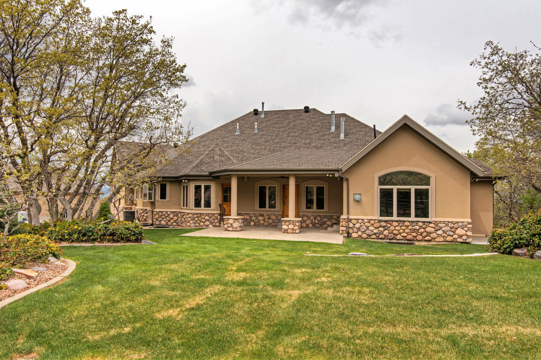 Casa Unifamiliar por un Venta en Horse Property with a Beautiful Home in Mapleton 115 S Aspen Dr Mapleton, Utah 84664 Estados Unidos