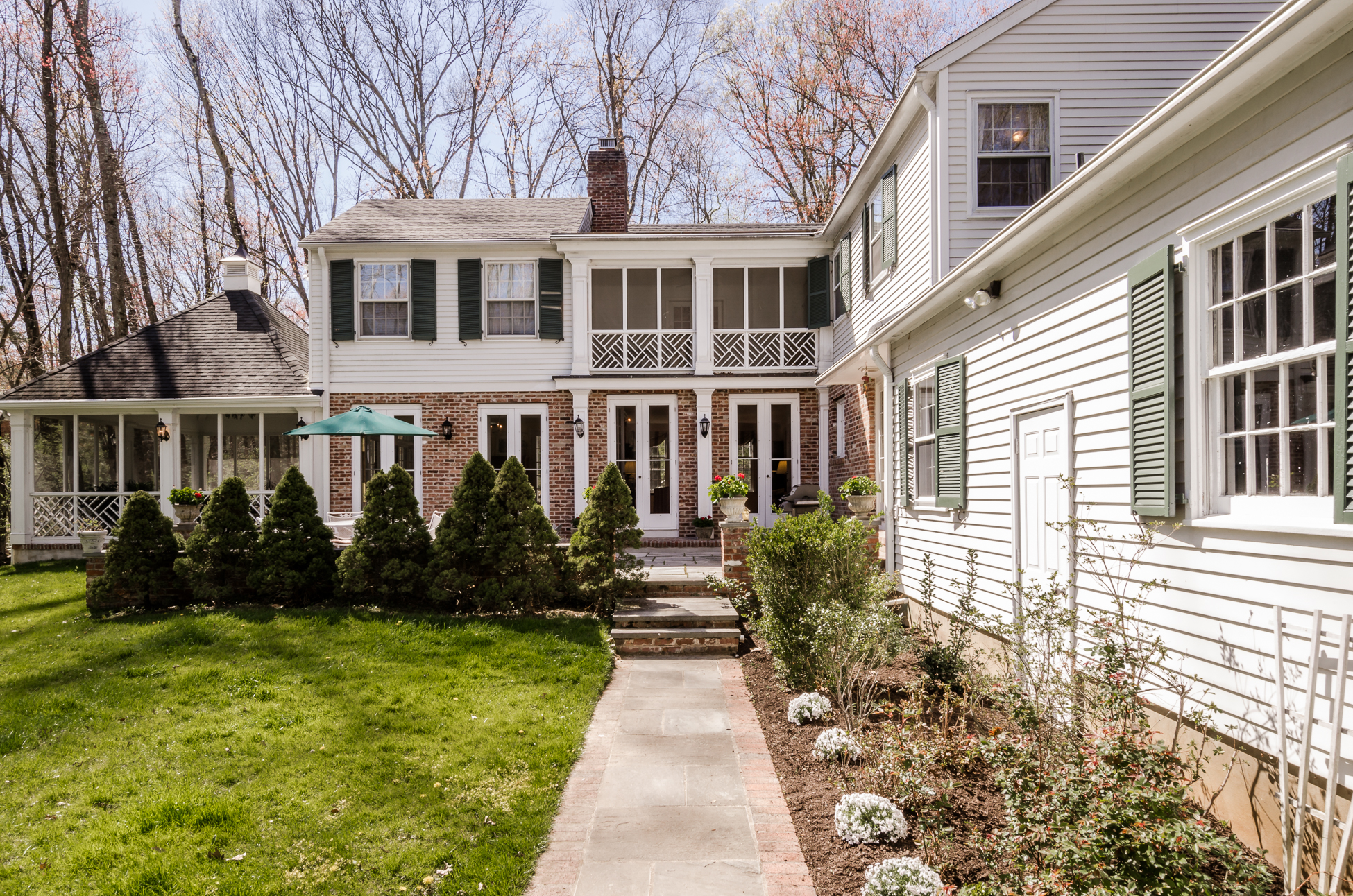 Additional photo for property listing at Gracious Southern Flair in a Tree-Lined Setting 56 Finley Road Princeton, Nueva Jersey 08540 Estados Unidos