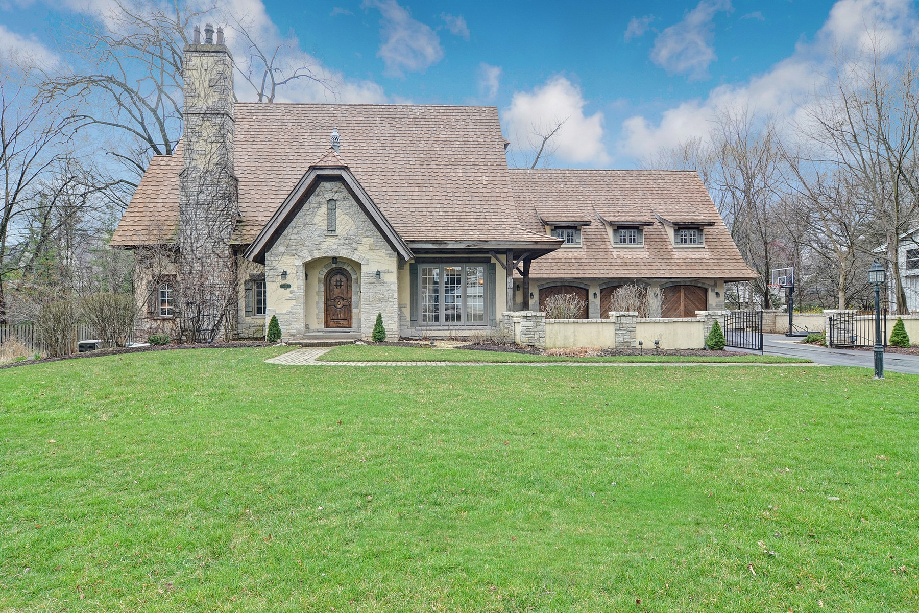 Single Family Home for Sale at Birchwood Road 404 Birchwood Rd Hinsdale, Illinois, 60521 United States