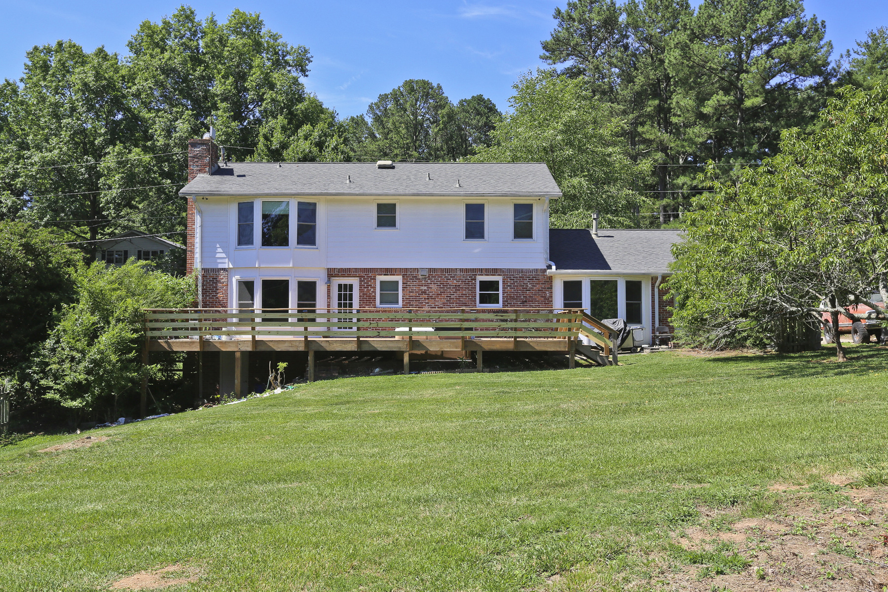 Additional photo for property listing at Dunwoody Brick Beauty 1451 Holly Bank Circle Dunwoody, Georgien 30338 Usa