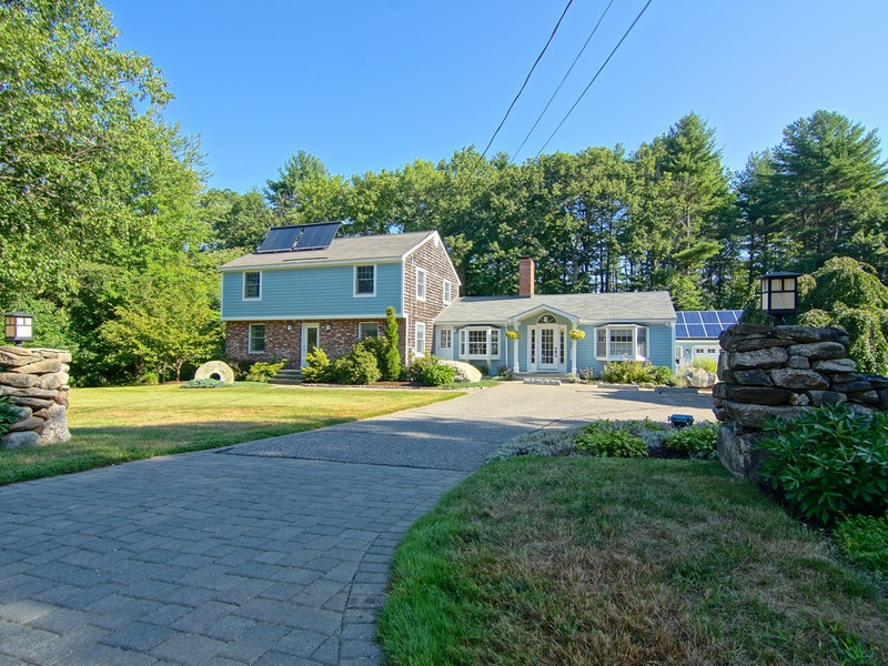 Single Family Home for Sale at Pristine Energy Efficient Gambrel In Rural Rye NH 437 South Road Rye, New Hampshire, 03870 United States