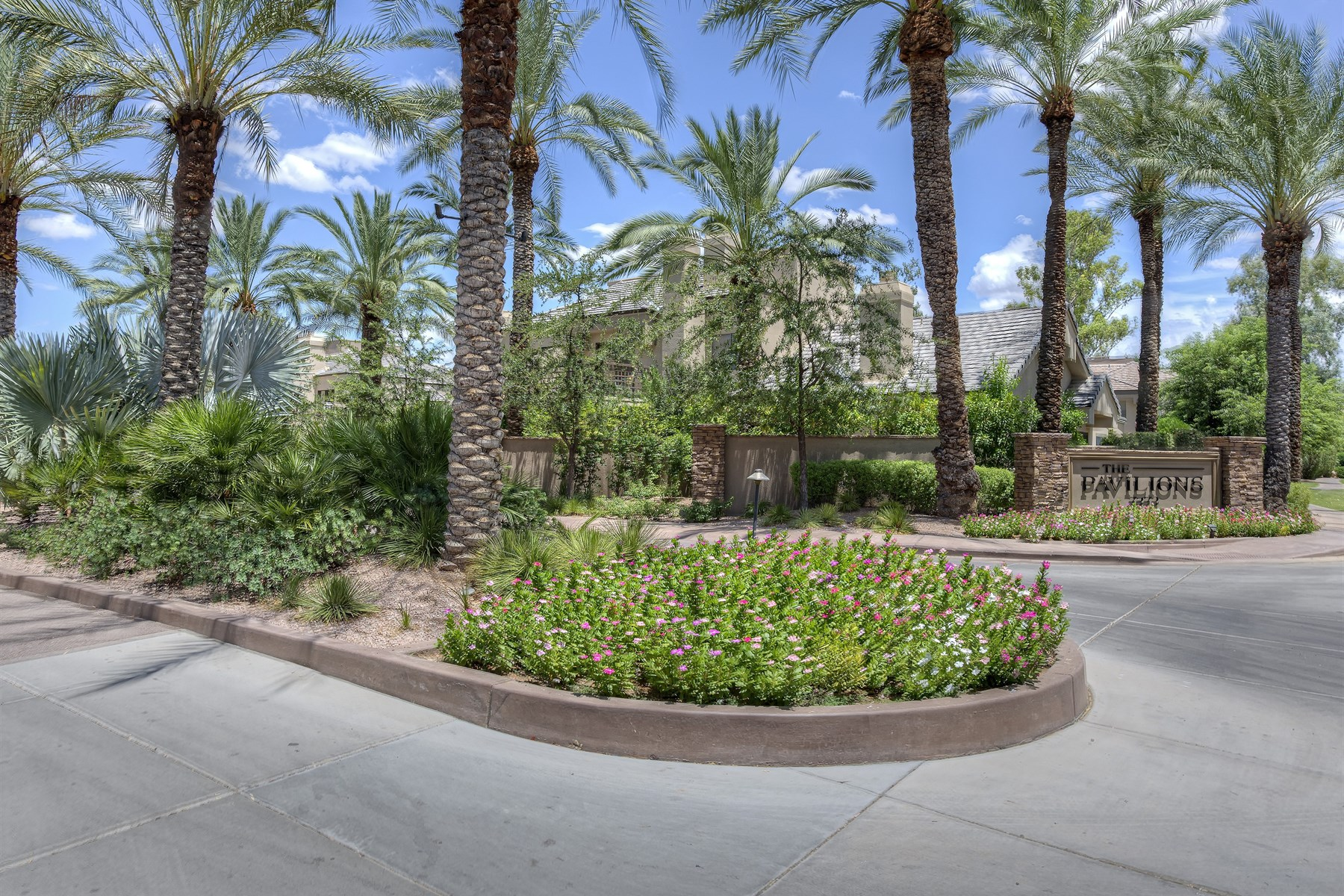 Single Family Home for Sale at wonderful opportunity to own a lovely ugraded unit in Gainey Ranch. 7272 E GAINEY RANCH RD 82 Scottsdale, Arizona 85258 United States