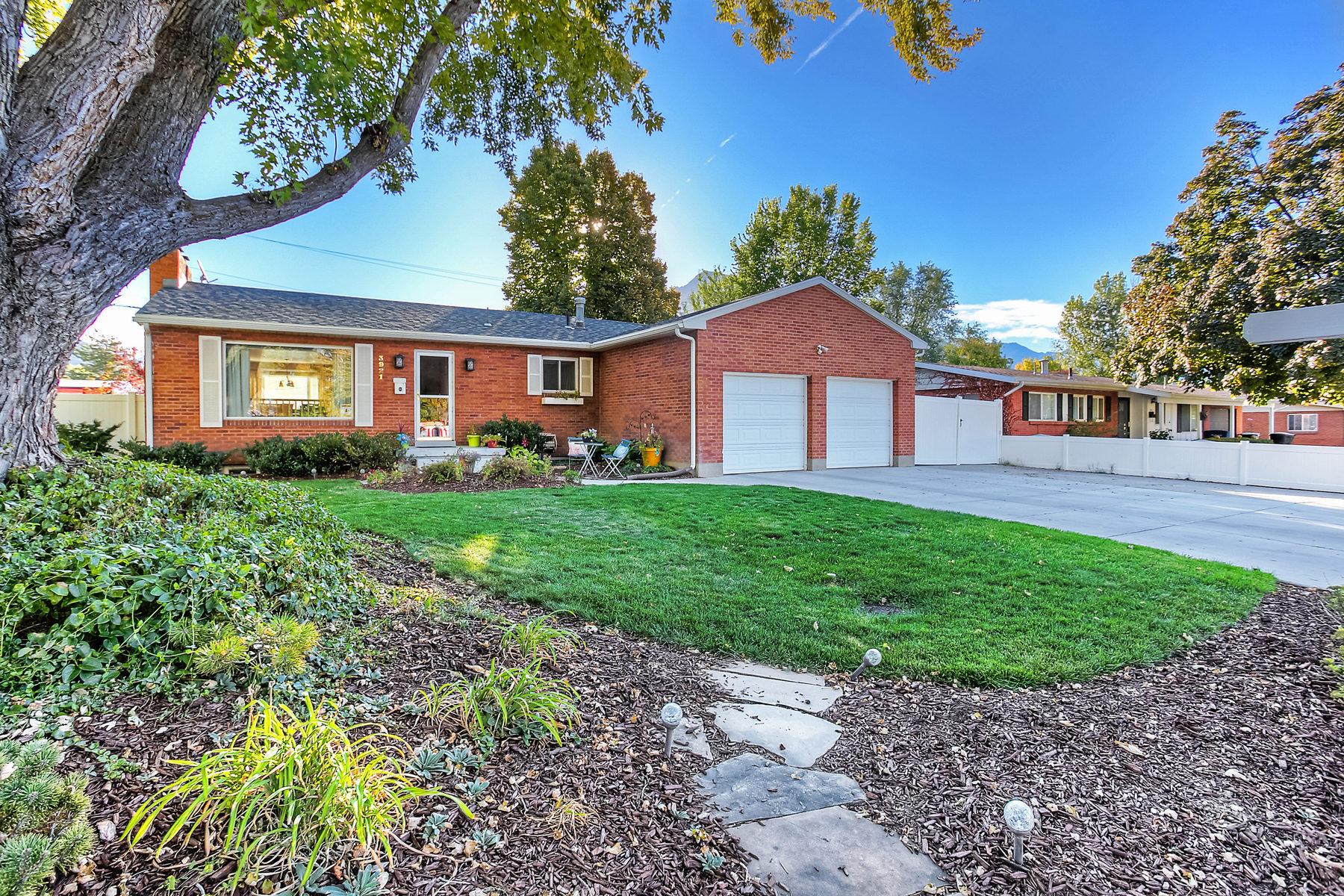 Maison unifamiliale pour l Vente à Beautiful all Brick Rambler in Holladay! 3921 S Alberly Way Holladay, Utah 84124 États-Unis